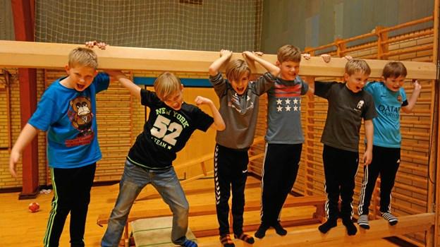 Friske drenge viser deres styrke til arrangementet sidste år. Privatfoto.