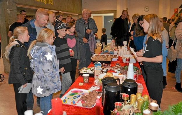 Kaffe, kage og andre lækkerier var populært. Foto: Jesper Bøss