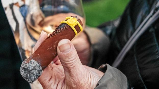 Ferniseringsgæsterne kunne nyde en kransekagecigar med et glas rosévin Foto: Skagens Kunstmuseer