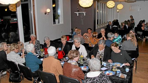 De mange deltagere nød aftenen. Foto: Hans B. Henriksen Hans B. Henriksen