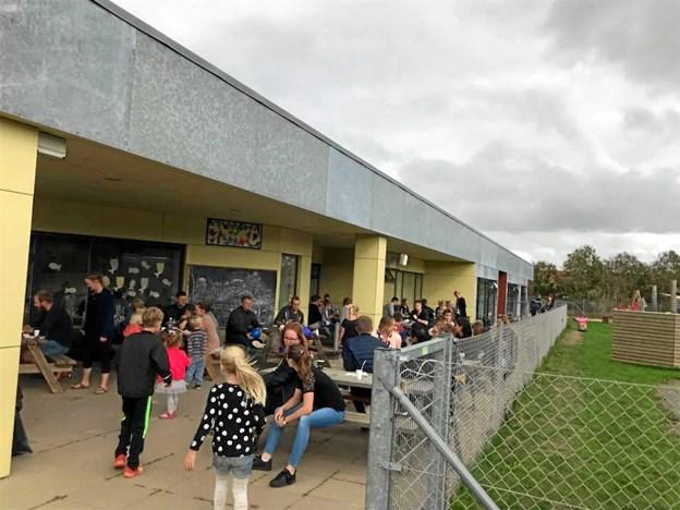 Omkring 140 voksne og børn var mødt frem til sommerfesten i Skattekisten.Privatfoto