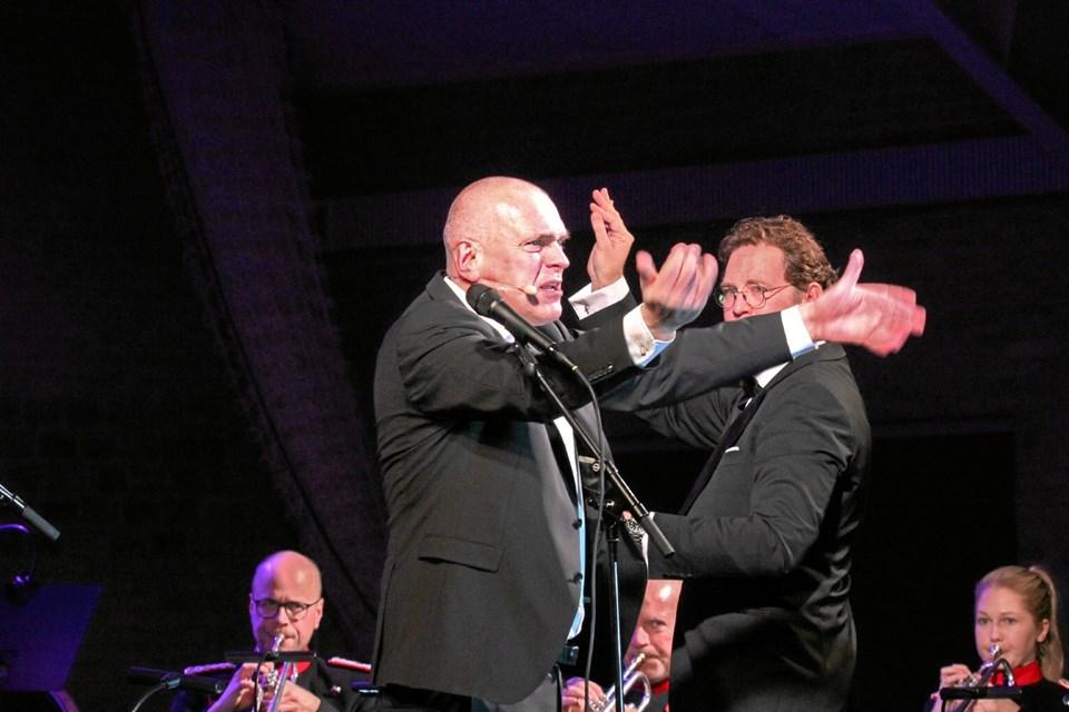 """Flere af sangene bl.a. kendt fra """"Ørkenens Sønner"""" gav Niels Olsen i flotteste stil. Foto: Hans B. Henriksen"""
