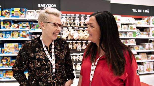 Distriktschef i BR Jylland, Mette Juul, (t.v.) har en fortid i Bilka Skalborg, mens butikschef Mette Mellergaard tidligere har været leder i blandt andet legetøjsafdelingen i Salling. Foto: Hans Ravn