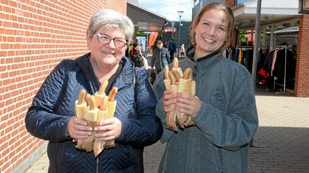 Lises pølsevogn serverede hotdogs til en 5´er i Centeret. Flemming Dahl Jensen