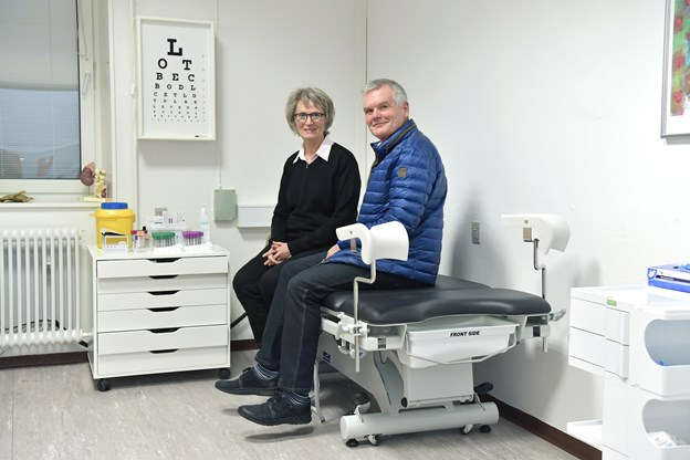 Lene og Peter Gaardbo Simonsen har haft deres sundhedsfaglige virke i Skagen i hver deres klinik. Og planen om sydens sol er nu sat på stand by til fordel for opbygningen af den nye klinik i Frederikshavn. Foto: Bente Poder.