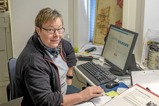 Uddeler Karen Pedersen har travlt med at tilrettelægge detaljerne i forbindelse med moderniseringen af Dagli' Brugsen. Foto: Niels Helver Niels Helver