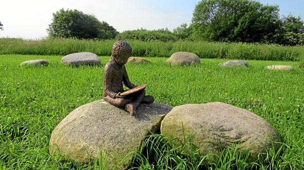Drengen i midten af Skulpturengen. Foto: Kirsten Olsen Kirsten Olsen