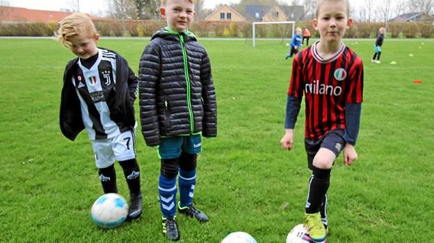 Det har de ventet længe på. Endelig er vinteren forbi, så der nu igen kan spilles fodbold. Foto: Jørgen Ingvardsen Jørgen Ingvardsen