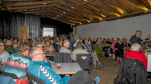 Kulturladen var fyldt op til torsdagsmusik, med Brass Band Aarhus (Kelds Kulinariske Kapel). Foto: Mogens Lynge