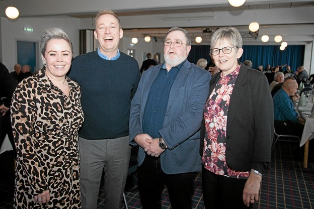 Mette og Michael Nyholm Sort sammen med Ole og Ella Olesen ved receptionen på Hotel Hirtshals. Foto: Peter Jørgensen Peter Jørgensen