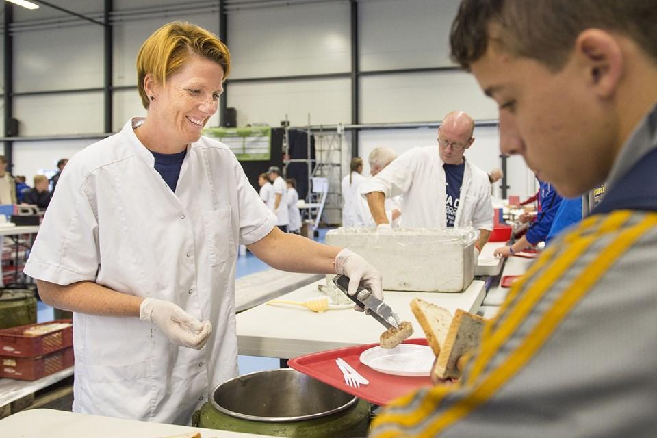 På Dana Cup skal der laves masser mad for at brødføde de mange deltagere.Foto: Daniel Bygballe