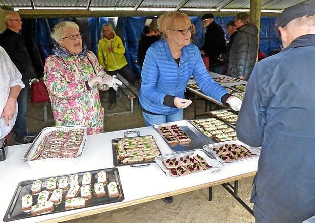 Håndmadder lignende dem som blev serveret for de engelske tropper, der 10. maj kom til Helberskov. Foto: Ejlif Rasmussen Ejlif Rasmussen