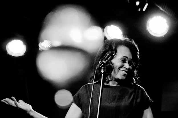 Caroline Henderson - giver koncert i Kulturhuset i Arden 21. marts. PR-foto