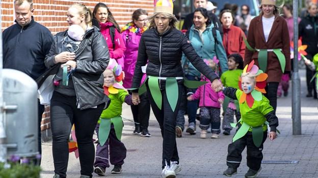 Børn og voksne på vej gennem Centret. Foto:  Laura Guldhammer