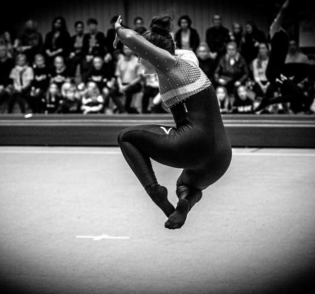 Team gymnastik består af en rytmiske del samt meget svære spring på bane og trampolin.