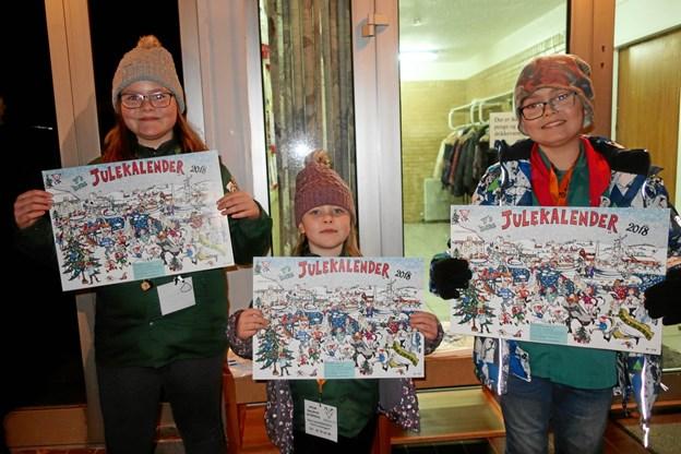 Spejderne Rosendal sælger Y'sMen' Clubs julekalender og scorer selv overskuddet. Privatfoto