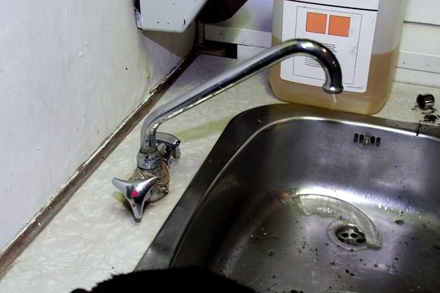 Man skal tænke sig om inden man begynder at optø vandrørene. Arkivfoto