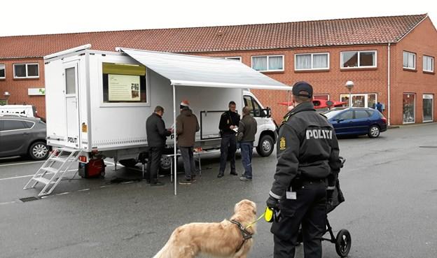 Den rullende politistation er på Kirketorvet i Nykøbing på fredag. PR-foto.