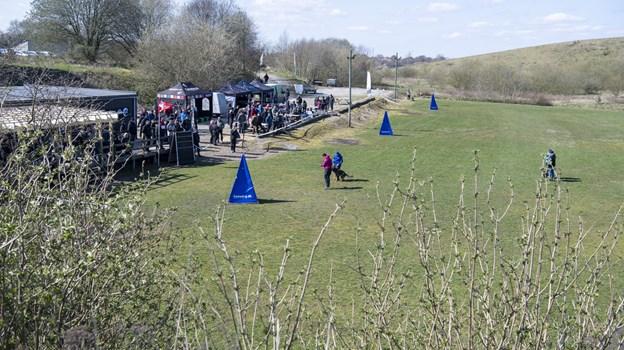 Schæferhundeklubben kreds 63 (Hobro) har en fin trænings-?bane ved Erhvervsparken og et klubhus, hvor man kan gå ind og varme sig på en kold dag. Foto: Kim Dahl Hansen
