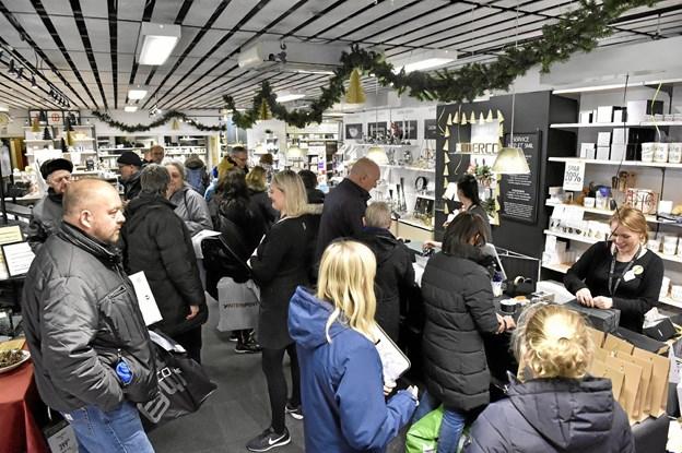 Tæt-pakket med kunder i Imerco. Foto: Ole Iversen Ole Iversen
