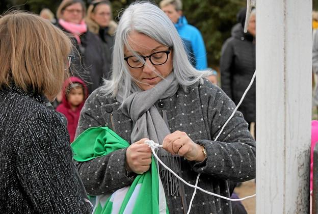 """Så laves der en """"Flintknude"""" på det grønne flag. Foto: Flemming Dahl Jensen Flemming Dahl Jensen"""