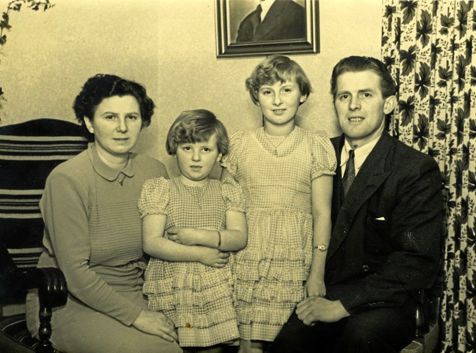 Brovst Kommunes første borgmester 1970-86 var Carl Nielsen (1917-2011), her sammen med sin kone Marie og deres to døtre Inge og Bente. Den tidligere LS-mand og højrepolitiker blev i den grad en samlende figur i det kommunalpolitiske arbejde.