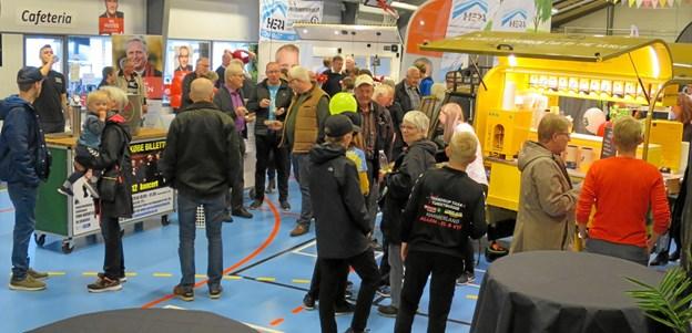 Alle sejl var sat, da Hadsund Messen 2019 løb af stablen i weekenden og opbakningen var enorm. Den lille smarte vogn fra DAVA Foods bød på smagsprøver og var vældig populær. ?foto/tekst: hans@hhr-freelance.dk