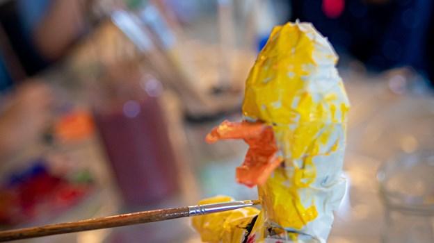 Børnene har selv valgt farver til deres dukker. Martin Damgård