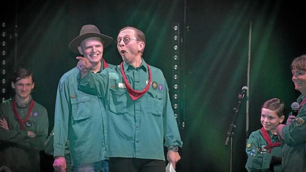 Hvor-hov...mener du det...Det var svært ikke at grine da de blå og grønne spejdere i Thisted mødtes i konfrontation. Foto: Ole Iversen Ole Iversen