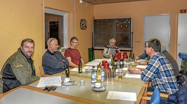 Generalforsamling i Bakkeskolehallen ved Toppedalsskolen, hvor der var genvalg til bestyrelsen. Foto: Mogens Lynge