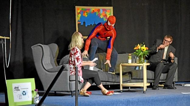 """Spiderman kommer """"Sofie Linde"""" til hjælp mod den onde Bo Krabbe. Foto: Niels Helver Niels Helver"""