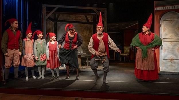 Nisser, en konge, en smuk prinsesse og en prins - Jul på Slottet har det hele - også i Morskabs-Theatrets udgave. Foto: Jiri Thomas Kjeldgaard