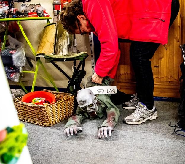 - Det her er, hvad vi gør ved butikstyve, smiler Kirsten Schmidt. @ Diana Holm