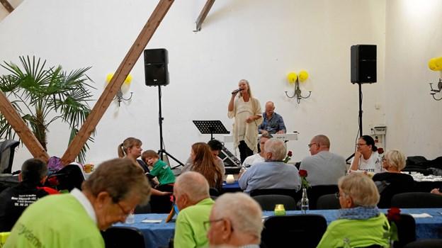 Tina Siel og Knud Erik Thrane har været med til at underholde og skabe glæde til Stafet For Livet i mange år. De kommer igen i år, hvor også mange andre lokale kunstnere og bands optræder gratis for deltagerne dagen igennem.