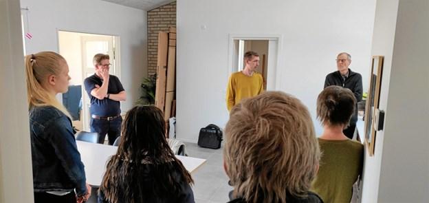 Henrik Malmberg (tv) gav gode råd om solceller og batteri, og Søren Skjold Andersen (midten) fortalte om en bedre varmepumpeløsning med en lodret boring til jordvarme. Privatfoto