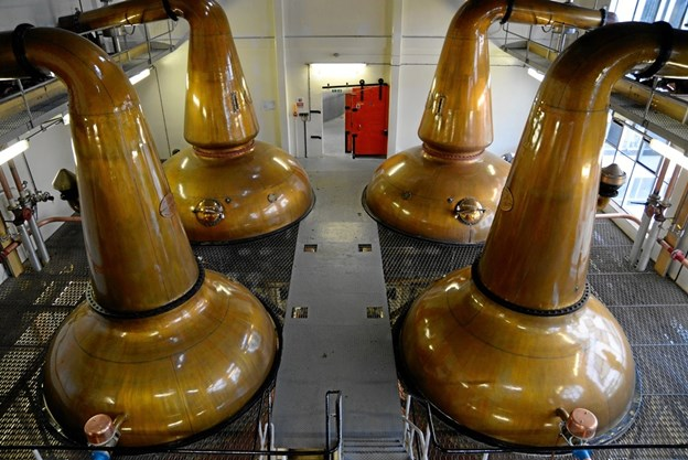 Der skal naturligvis ægte kobberkedler til for at producere en fuldblods single malt whisky. Privatfoto