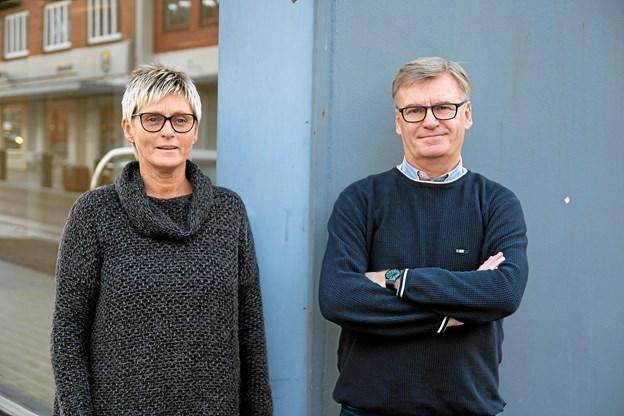 Lene Juul Christensen og Bjarne Pedersen er i det nye år klar til kunder i den nye tøjbutik. Foto: Flemming Dahl Jensen