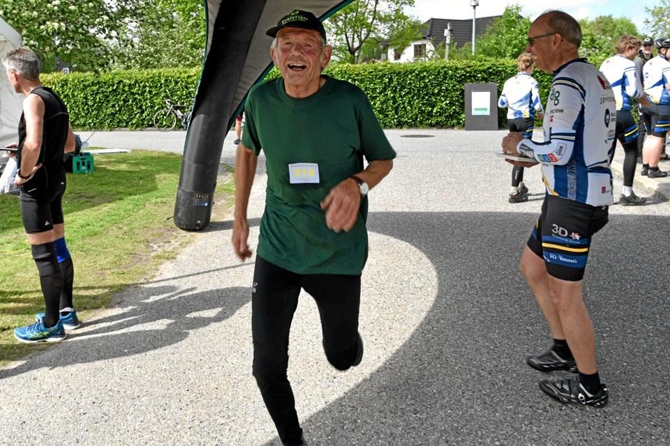 Svenning Christensen havde en travl dag. Først deltog han i Naturmødet i Hirtshals, og herefter skyndte han sig til Astrup og nåede starten til 5,7 km ruten. Foto: Niels Helver Niels Helver