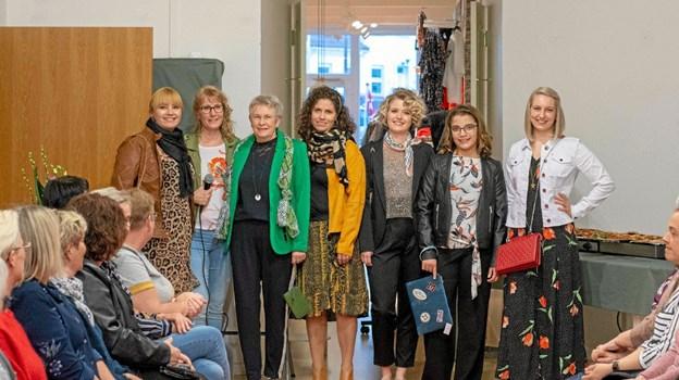 Louise, Pia Harbo, Helle, Gitte, Silke, Emilie og Maja viste forårets mode til 75 damer ved et stort modeshow den nyindrettede forretning. Foto: Privatfoto Privatfoto