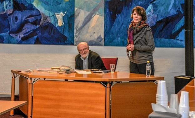 """Det var Berit Byg der bød de fremmødte og Johs. Nørregaard Frandsen velkommen. i pausen spillede trioen """"På kryds og vers"""" lidt perspektiv på Limfjordsdigterne. Foto: Mogens Lynge Mogens Lynge"""