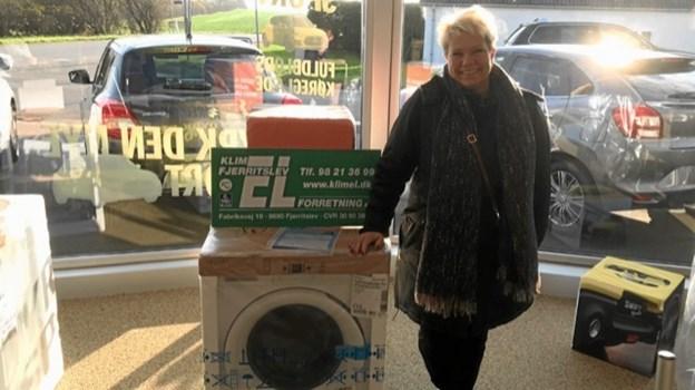 Lisbeth Juhl vandt en vaskemaskine fra Klim Fjerritslev El.Foto: Kasper Mølbæk