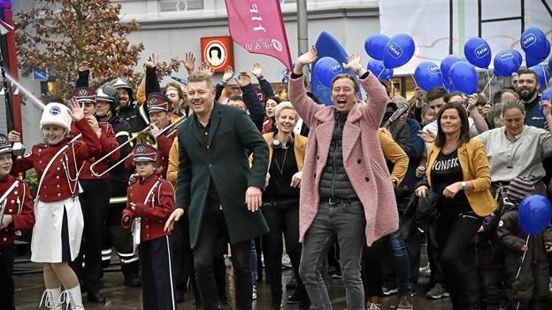 Wuhu....Der blev danset for kameraet, da arrangørerne af Thy Awards havde video-shoot til introfilmen til showet den 1. februar. I forgrunden de to værter Morten Manaa og Brian Lykke. Foto: Ole Iversen