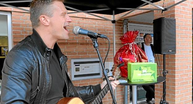 Sangeren Claus Hassing giver 5. april koncert i Gandrup. Foto: Allan Mortensen