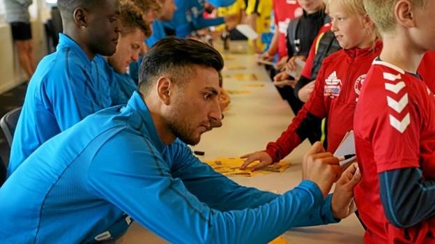 I ugens løb kiggede Hobro IKs fodboldspillere forbi. De hjalp både med træningen og gav selvfølgelig autografer. Foto: Hobro IK Hobro IK