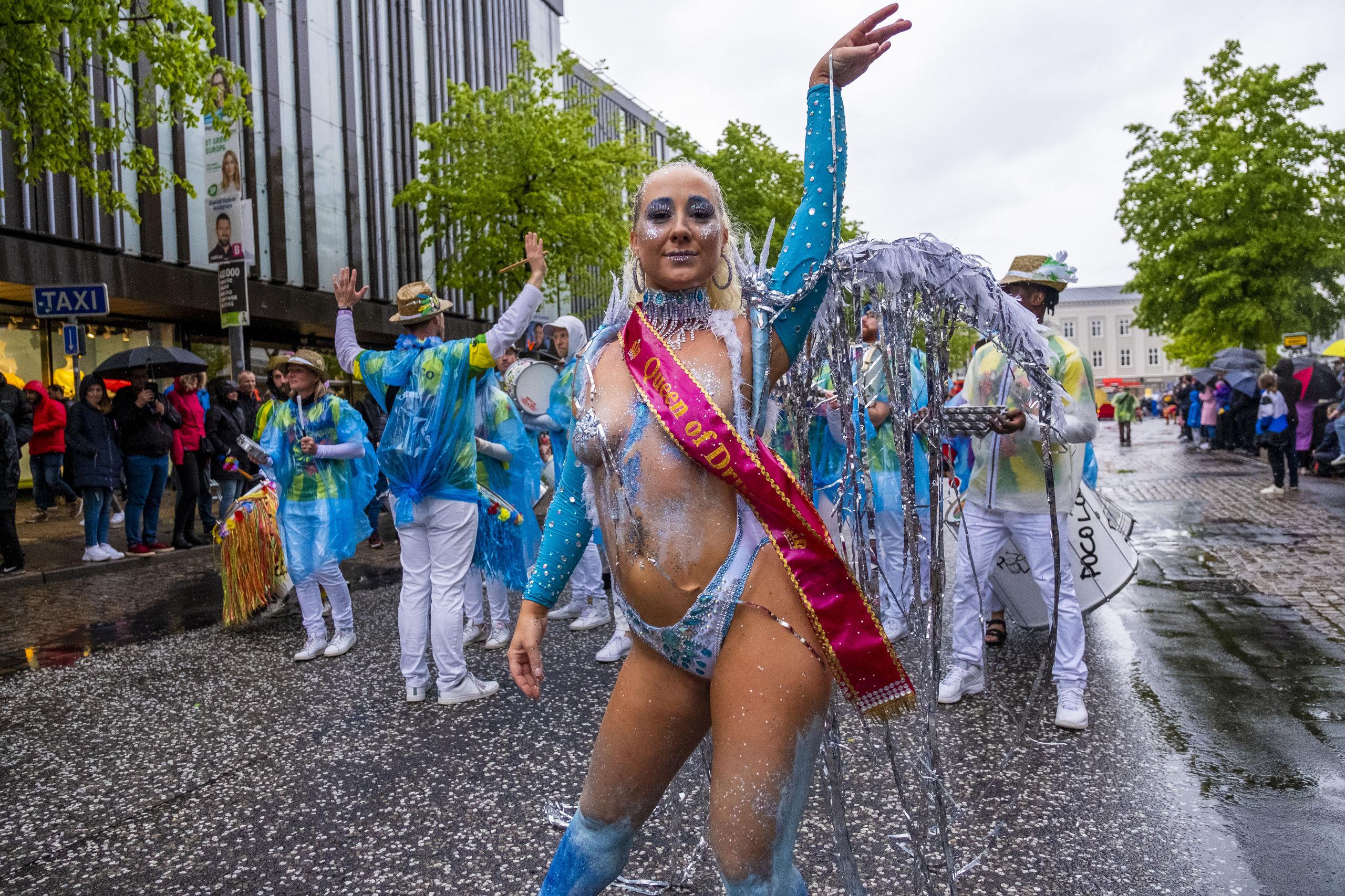 Fem internationale og otte danske grupper satte farver på optoget. Foto: Lasse Sand