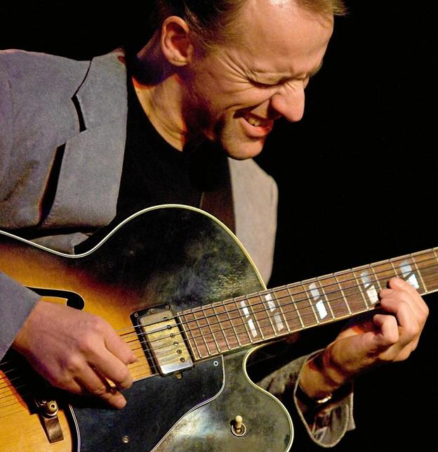Med i trioen er guitaristen Jacob Fischer. © Jan Schmidt 2009