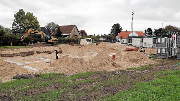 Byggeriet af den nye præstebolig på Bredgade 2 i Gandrup er igangsat. Foto: Allan Mortensen
