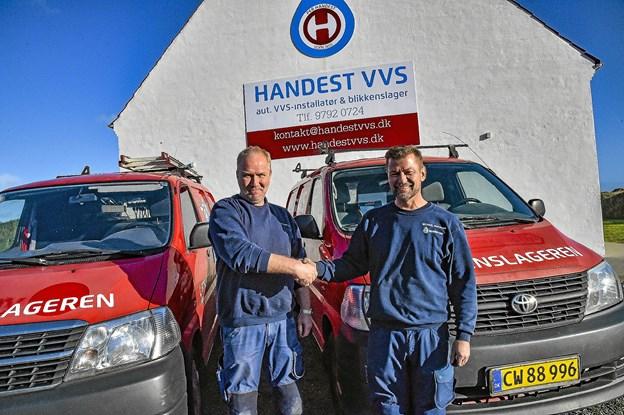 Per Handest er glad for at byde Michael Wadmann velkommen som firmaets mand i Hanstholm. Foto: Ole Iversen