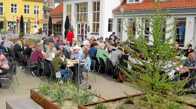 Pinsen i Løkken starter med Pinsemorgenbord på Torvet. ?Foto: Arkivfoto Arkivfoto