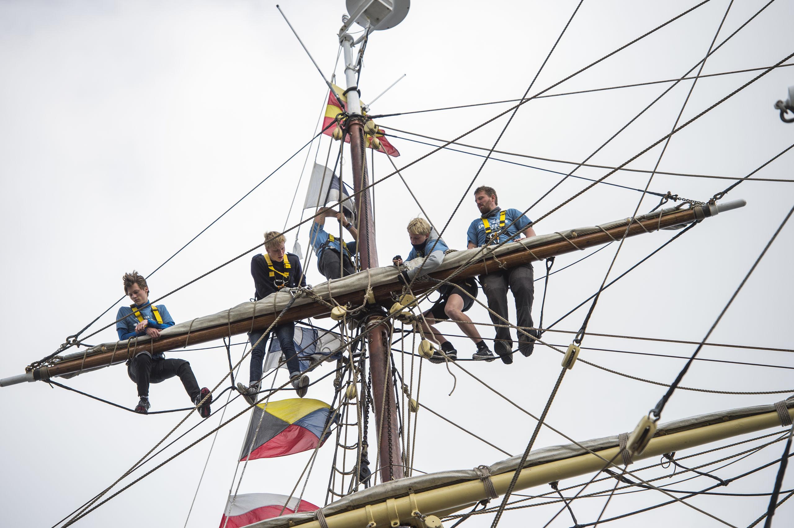 Der er både pligter og tid til sociale arrangementer, når man er ombord. Arkivfoto: Laura Guldhammer
